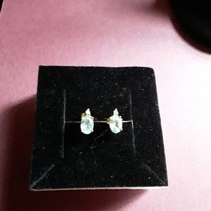 Vintage 14k aquamarine stud earrings w.small diamo